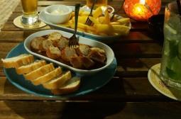 Die erste richtige Currywurst seit über 3 Monaten. Die Bar gehört einem deutschen Auswanderer